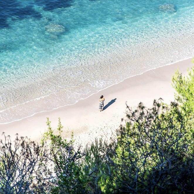Mooiste stranden Zuid-Frankrijk: (on)bekende kusten, kraakheldere calanques en verborgen baaien van Cote d'Azur tot Cote Vermeille