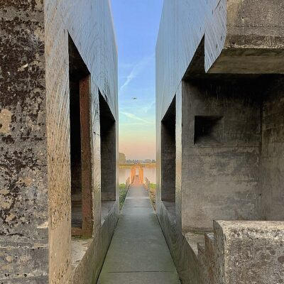 Bunker 599: doorgezaagde bunker met steiger aan de Diefdijk (coole fotospot!)
